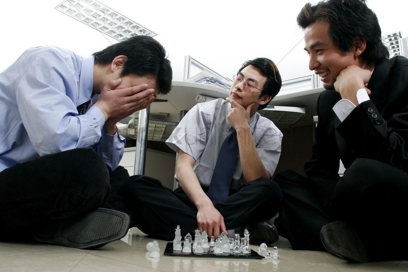 بازی رومیزی شطرنج در محل کار